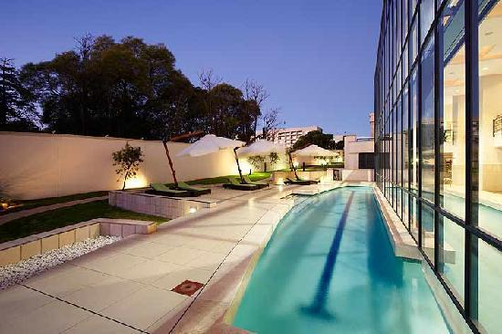 The Regent Luxury Apartments: Swimming pool area