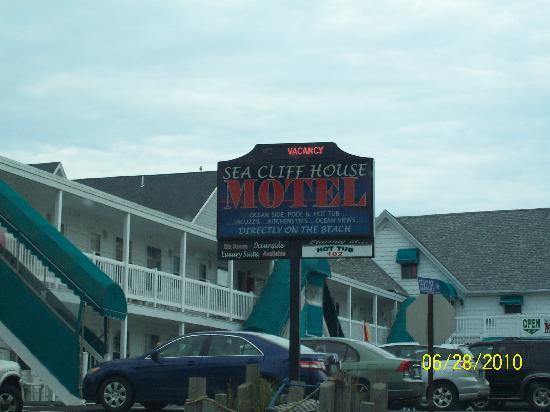 Sea Cliff House Motel: (stairs to 2nd floor seemed shaky)