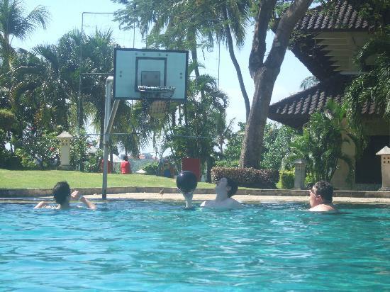 Pool basketball photo de discovery kartika plaza hotel kuta tripadvisor - Pool basketball ...