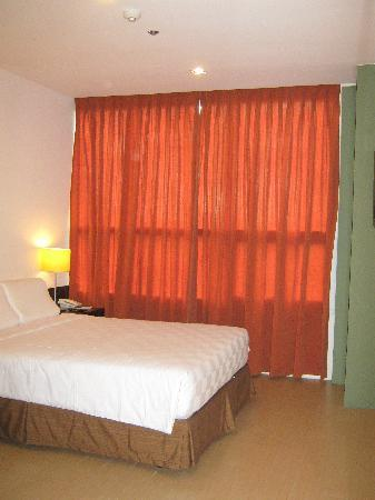 Go Hotels Mandaluyong: Main Room