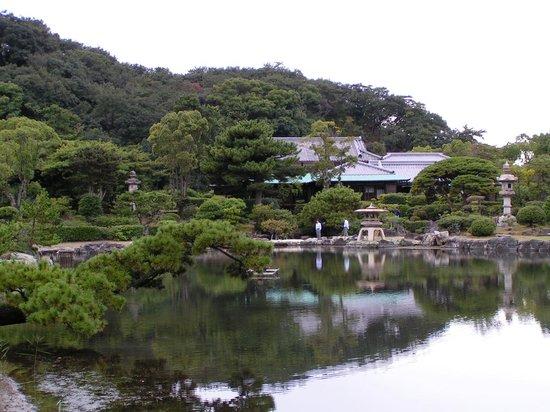Kainan, Japan: Wandelgarten mit Teich