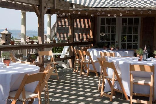 The Burrus House Inn: Reception setup on the front deck