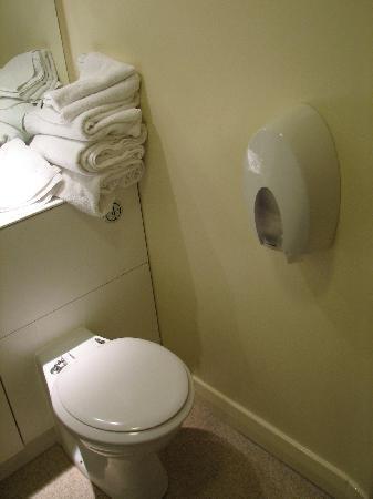 Premier Inn Derby West: toilet