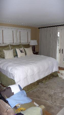 Vineyard Square Hotel & Suites: Main Bedroom
