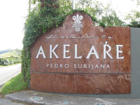 Akelarre: front door