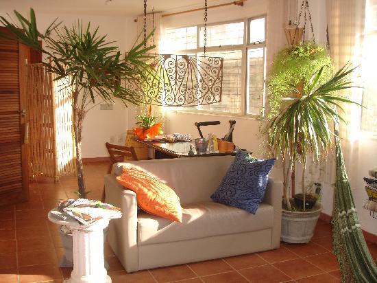 Albergue Pedra da Sereia: Tv room & reception desk - Common area 2
