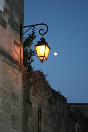 Auberge de la Commanderie: Saint-Emilion in the evening