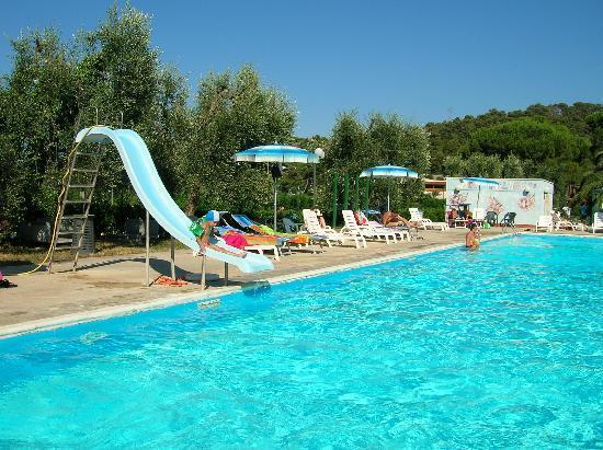 Mira Hotel Residence: piscina