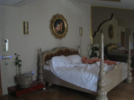 Hotel Sultania: Bed