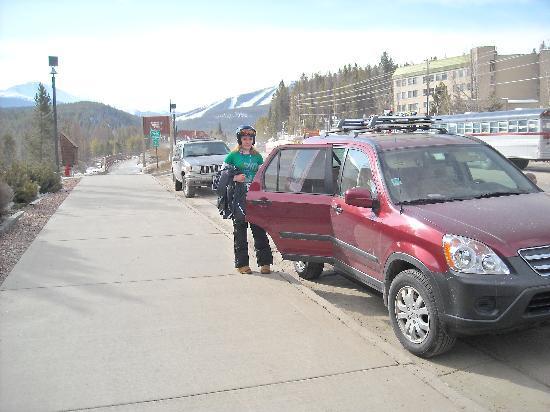 فالي هاي موتل: street side parking