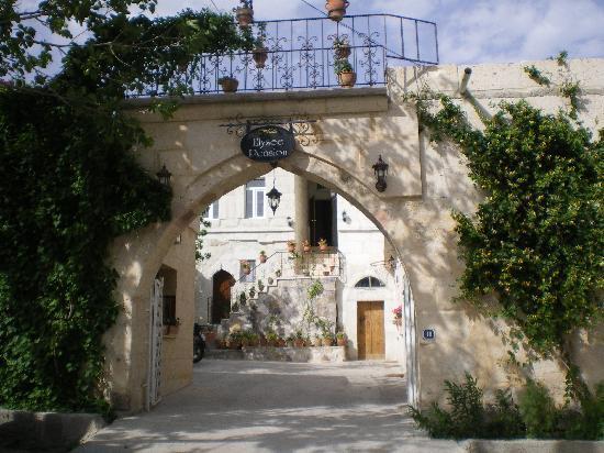 Elysee Cave House: l'entrée principale