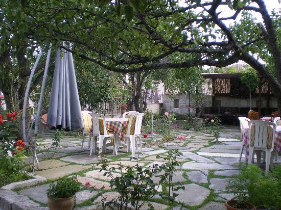 Elysee Cave House : le jardin