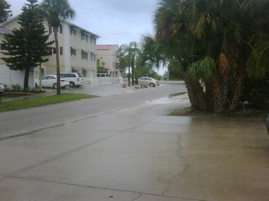 Sea Spray Resort on Siesta Key: pic from our parking area to the beach.