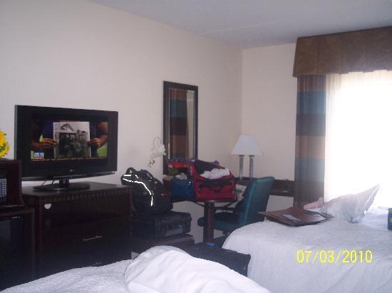 Hampton Inn & Suites Smithfield: corner desk