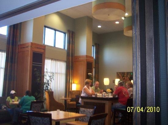 Hampton Inn & Suites Smithfield: meal center