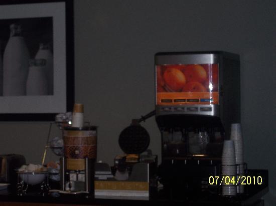 Hampton Inn & Suites Smithfield: the world's worst placed & slowest waffle iron