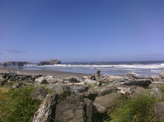 Lighthouse Bed and Breakfast: At the mouth of the Coquille River, 0.6 miles from the B&B