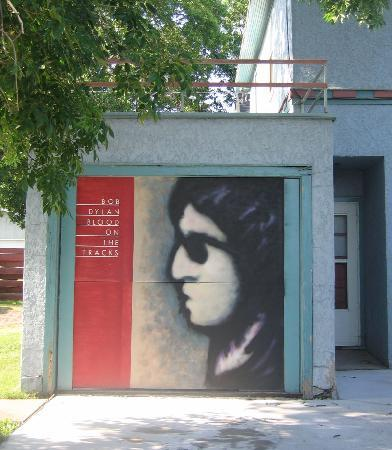 Hibbing, MN: Garage door on the Dylan house