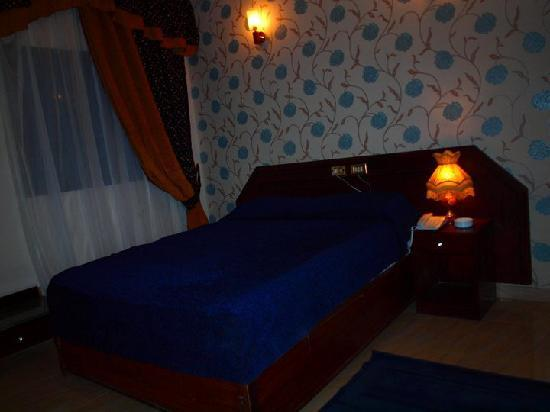 Mayorca Hotel: Large Bed Room