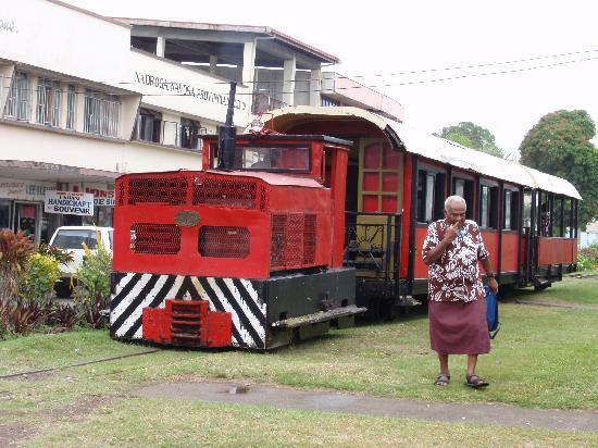 Coral Coast Railway: Mr Coconut leaving the train at Sigatoka