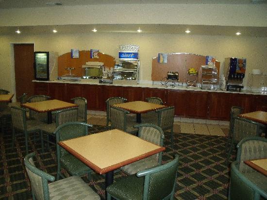 Holiday Inn Express Hotel & Suites Elkins: Breakfast area