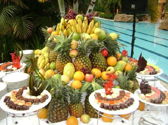 Kampala Serena Hotel: event spread at the pool