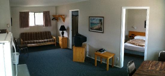 Lakeview Motel & Suites: Inside room (panorama)