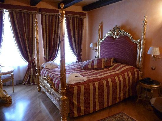 Alchymist Nosticova Palace: luxurious room