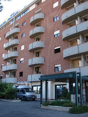 Hotel Palace 2000: L'esterno
