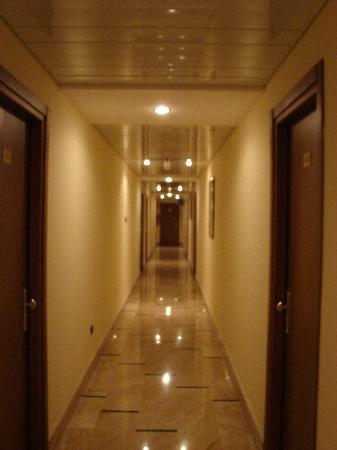 Hotel Palace 2000: Il corridoio