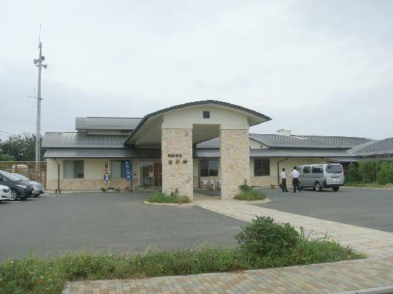 Kokuminshukusha Hadomisaki: 外観 駐車場も停めやすかった。