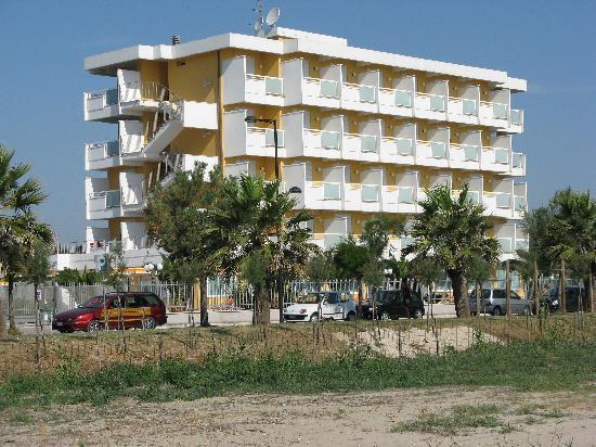 Hotel Belvedere : Hotel visto dalla spiaggia