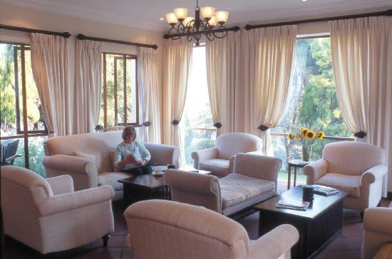 Budmarsh Country Lodge: Ease into cushioned comfort in the lounge
