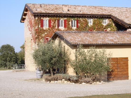 Agriturismo La Razza : Main building 1