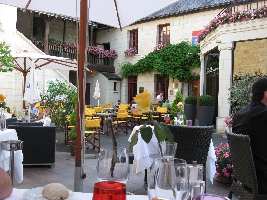 Hotel La Croix Blanche Fontevraud : The courtyard