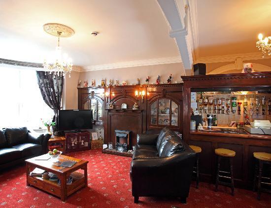 Baron's Court Hotel: BAR