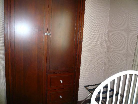 Plenty Of Space Between The Crib And Closet Door Picture Of