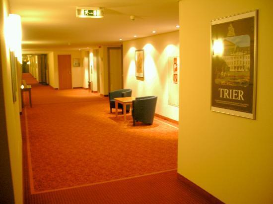 Vienna House Easy Trier: Gang im Golden Tulip Trier