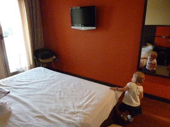 Royal Nayef Hotel: Con la tele de plasma incluida