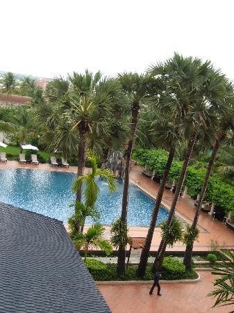 Ree Hotel: view from the balcony of the pool