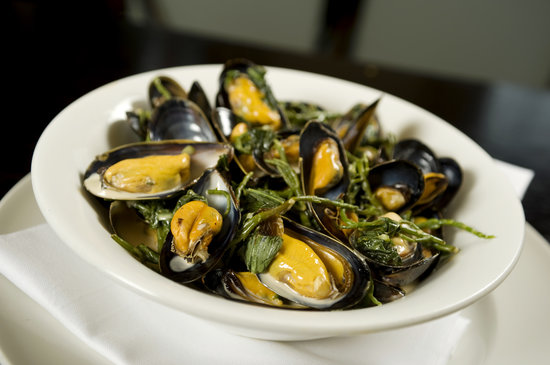 Ducks Inn - The Bar: Mussels with Samphire