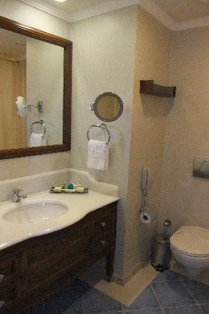 Rocks Hotel Casino: Bathroom at room 1216