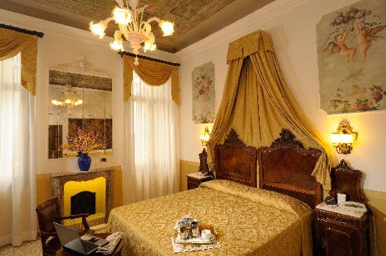 Hotel Ala - Historical Places of Italy: De luxe double room