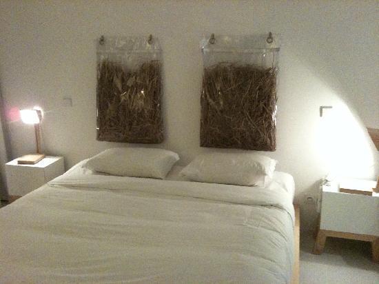 Hotel da Vila: Die Betten mit Stroh-Polster Deko