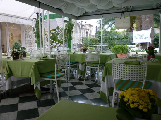Ristorante D'Amore: Inside Sollievo looking out