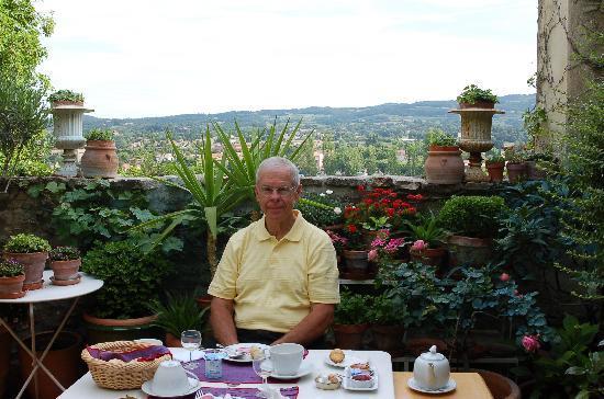 L'Evêché: Breakfast on the terrace