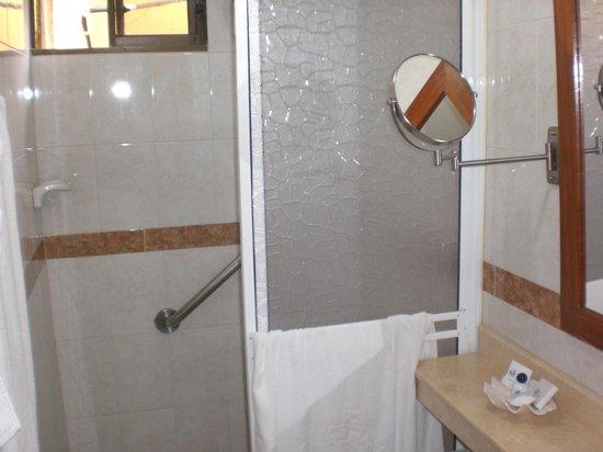 San Pietro Hotel : Shower