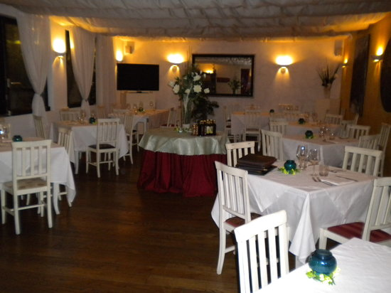 Maruzzella - tradizione culinaria campana: Sala Vesuvio - interna