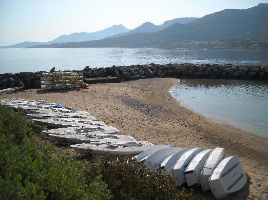 Club Med Sant'Ambroggio : I Laser ed i Kayak sulla piccola spiaggetta