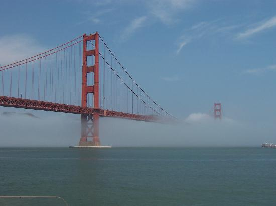 San Francisco, CA: Iconic Golden Gate Bridge